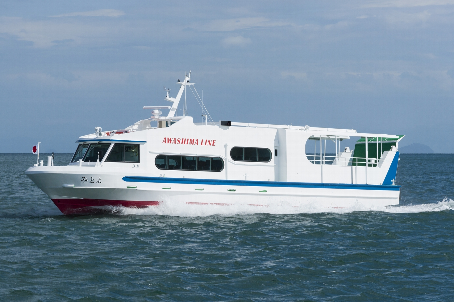 "TSUNEISHI FACILITIES & CRAFT completes construction and delivery of the passenger/car ferry ""Mitoyo"": Its accessibility and transport of emergency vehicles supports life on the island"